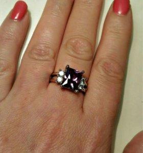 Новое кольцо с фиолетовым цирконом, р-р 17.5-18