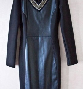 Элегантное платье из кожи и спандекса.
