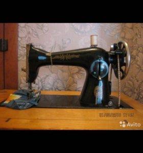 Продаю швейную ножную машинку