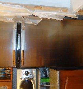 Холодильник Whirpool стальной