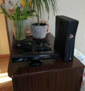 Xbox 360 slim 4gb +kinect