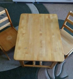 Столик детский и два стульчика в комплекте
