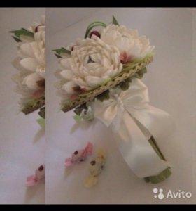 Букет Белых Хризантем из конфет