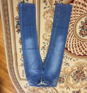 Джинсы с джинсовой футболкой