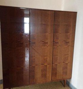 Полированный шкаф