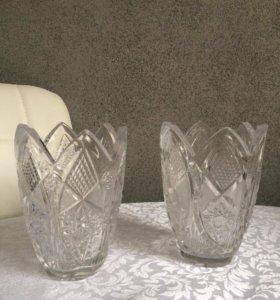 Пара хрустальных ваз.