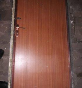 Дверь металлическая б/у,с блоком.