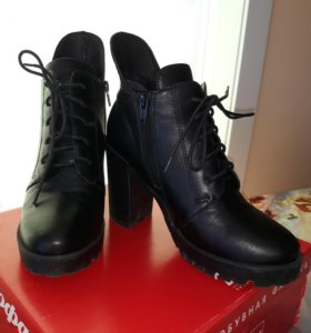 Ботинки нов. Цена в магазине 4300р