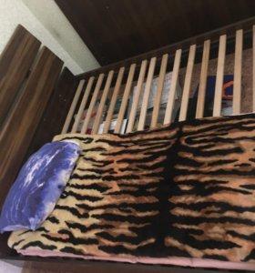 Продам двуспальную кровать без матраса