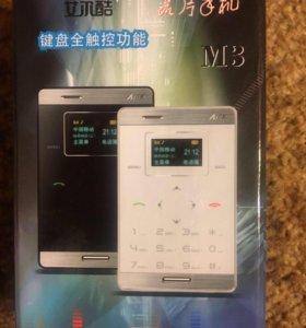 Телефон новый, размером с кредитную карту