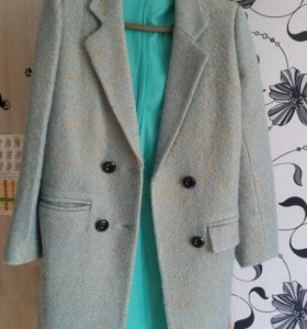 Продам пальто новое.