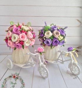 Букет роз, подарок, интерьерные велосипед