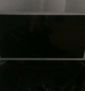"32"" (80 см) LED-телевизор Samsung UE32J4710 белый"