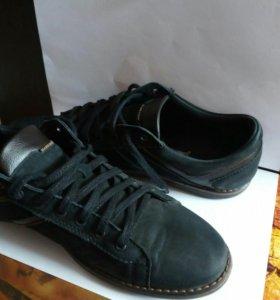 Кроссовки кожаные в стиле casual