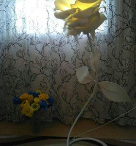 Торшер из изолона(из серии ростовые цветы)