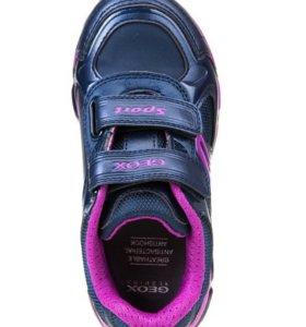 Светящиеся кроссовки GEOX
