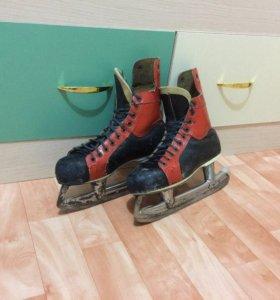 Хоккейные коньки СССР