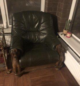 Кожаный диван и два кресла