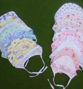 Набор чепчиков для малыша