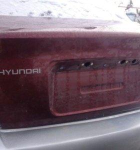 Крышка багажника на Hyundai Accent
