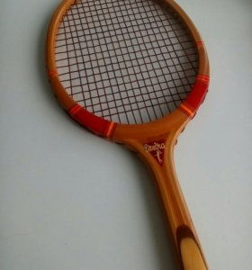 Теннисные ракетки и 2 мяча