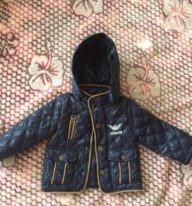 Курточка на мальчика ,размер S,примерно на 12 мес