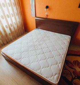 Продам 2хспальную кровать с матрацем