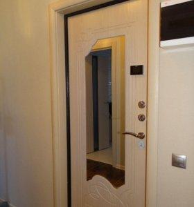 Новая входная дверь с зеркалом