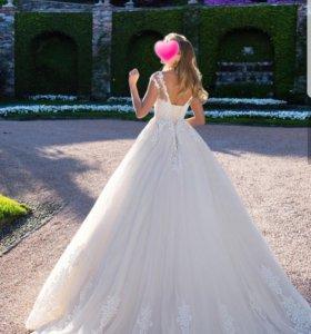Свадебное платье,фата,шубка,заколка