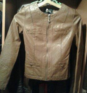 Куртка кожанная размер42