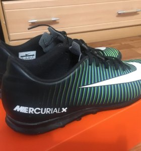 Футбольные бутсы Nike для зала