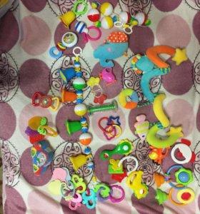 Пакет погремушек и игрушек от 0 мес