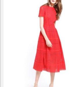 Красное коктейльное платье.