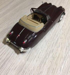 Модель 1:43, Jaguar XK140, бордовая