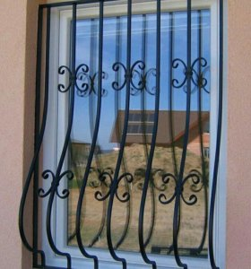 Решётки, ограда, двери, навесы, ворота.