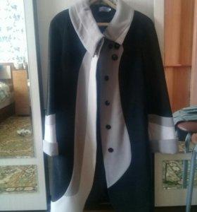 Новое пальто весна-осень. Размер 48.