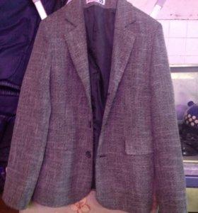 Отдам хороший пиджак на 10 лет.
