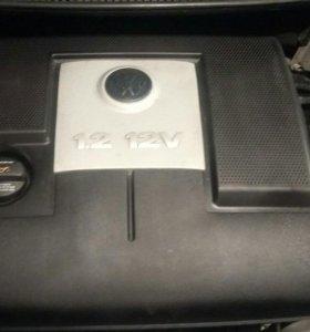 Продам декоративную крышку на VW Polo 1.2