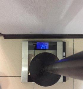 Штанга с блинами общим весом 71 кг