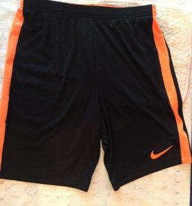 Новые футбольные шорты найк!легкие!drif-fit!