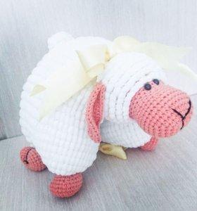 Вязаная плюшевая овечка игрушка ручной работы