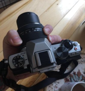 Беззеркальный фотоаппарат Olympus OM-D em10