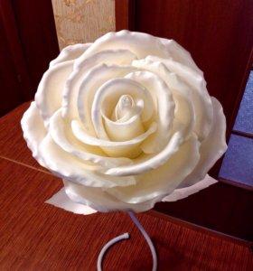 Искусственный цветок для интерьера.