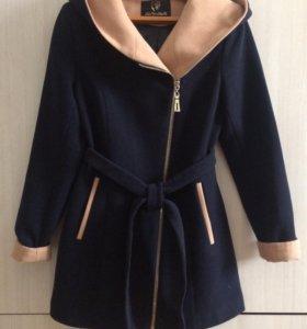Осенние женское пальто