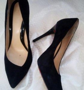 Модельные замшевые туфли