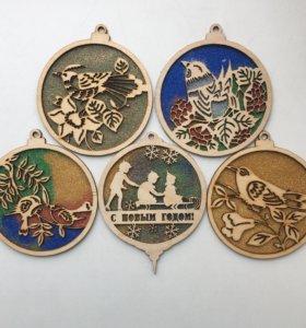 Деревянные новогодние игрушки с блестками
