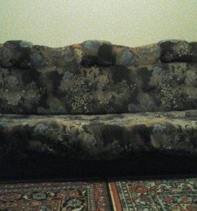 Диван, кресла, трюмо, кровать