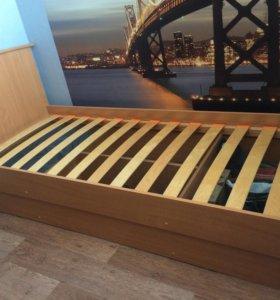 Кровать односпальная с матрасом (продаю 2 кровати)