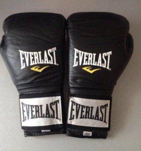 Боксерские перчатки Everlast Pro