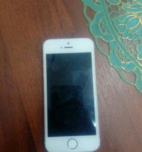 Айфон 5 s в хорошем состоянии, чехол, зарядка